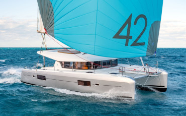 """Lagoon 42 """"Blue Eyes- DRAFT BEER ON BOARD FOR FREE"""""""